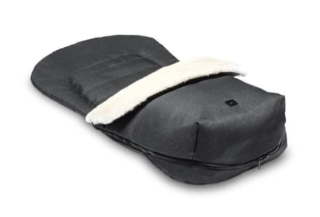 Moon Footmuff with fur insert - * The footmuff with fur insert by Moon will warm your little one during the cold season.