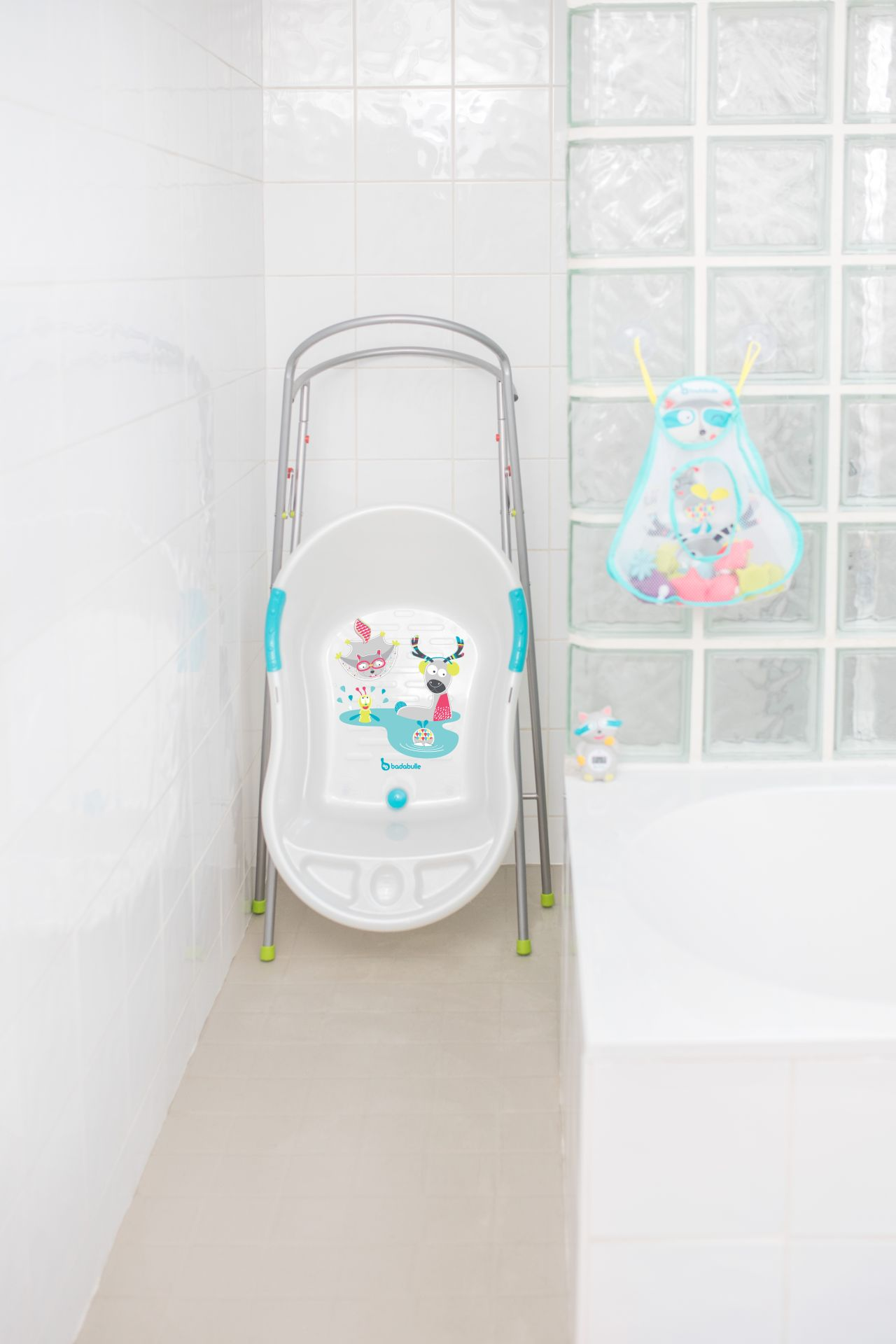 badabulle baby bathtub white mountain animals buy at kidsroom baby care uk. Black Bedroom Furniture Sets. Home Design Ideas