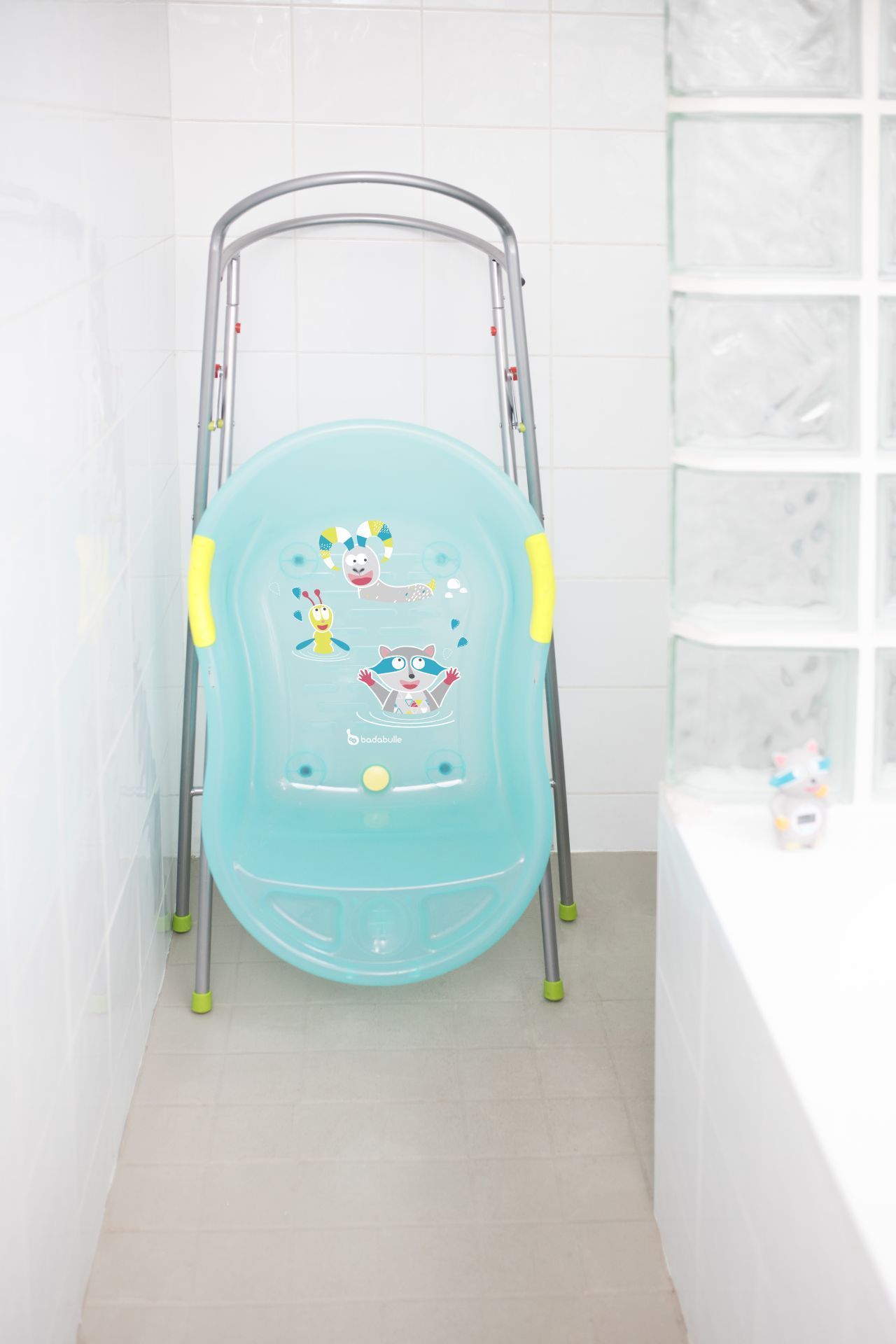 badabulle baby bathtub blue mountain animals buy at kidsroom baby care uk. Black Bedroom Furniture Sets. Home Design Ideas