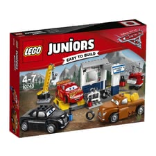 LEGO Juniors Smokeys garage - Give Lightning McQueen a service in Smokey's Garage after a hard training day on the racetrack.