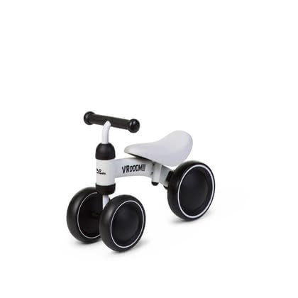 Childhome Ride-on Toy Vroom - The stylish ride-on toy Vroom by Childhome will delight your little one immediately! This stable wooden balance bike is suitable for children at the age of 18 months and up and stands out as the perfect companion for being active and moving along./Ili>