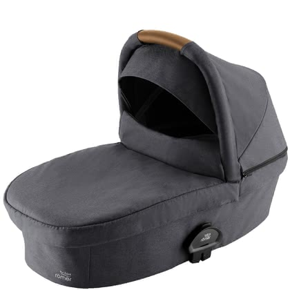 Britax Römer Carrycot SMILE III -  * The Britax Römer Carrycot SMILE III provides enough space for your little one to grow. It offers your baby a flat lying position, a soft padding and a generous canopy.